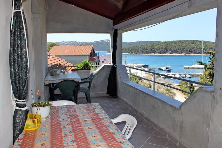 One bedroom apartment with terrace and sea view Brgulje (Molat) (A-6250-a)