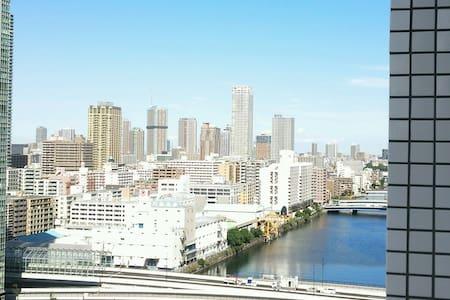 東京の各観光スポットにすぐにアクセスできる便利な高級コンドミニアム、東京を一望できる景色も最高です。 - Chūō-ku