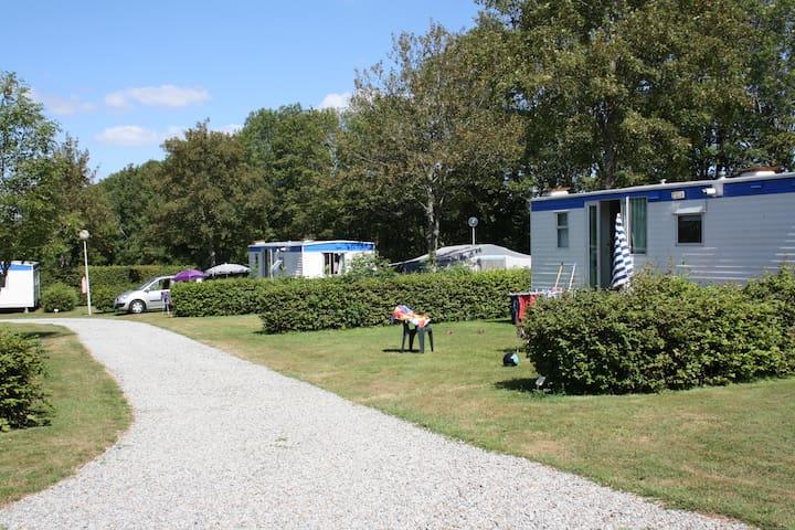 Chalet op camping met wifi en zwembad