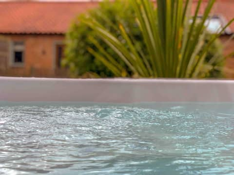 Idyllic North Norfolk Hideaway with Hot Tub