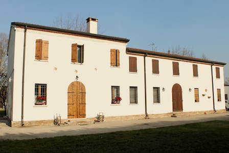 B&B MANTOVA DANIA+EDERA - Roncoferraro - Bed & Breakfast