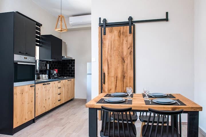 Elegant Apartment, 1 BD, 1 BA, tranquil area