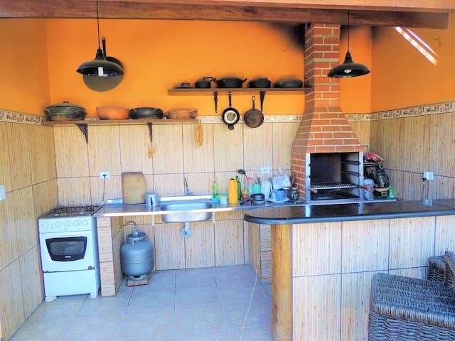 Desfrute momentos de prazer na linda área de churrasqueira