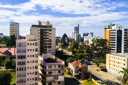 Ótimo Ap central ensolarado, andar alto com sacada - Curitiba - Apartamento