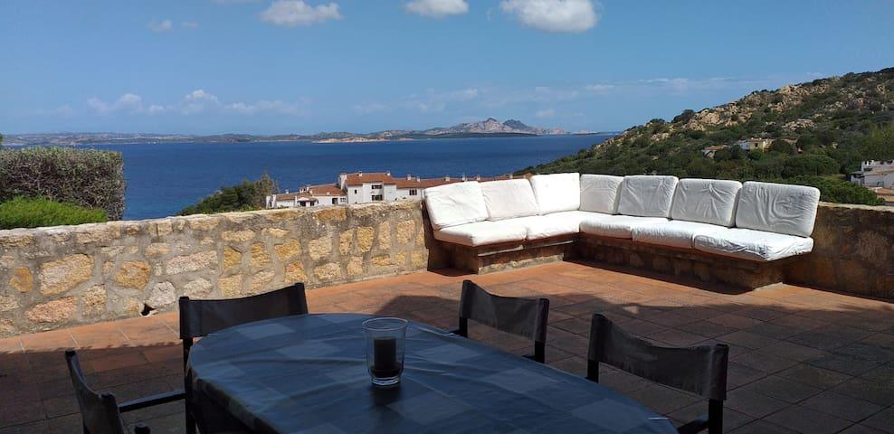 Baja Sardinia: vista da sogno e spiaggia 100mt