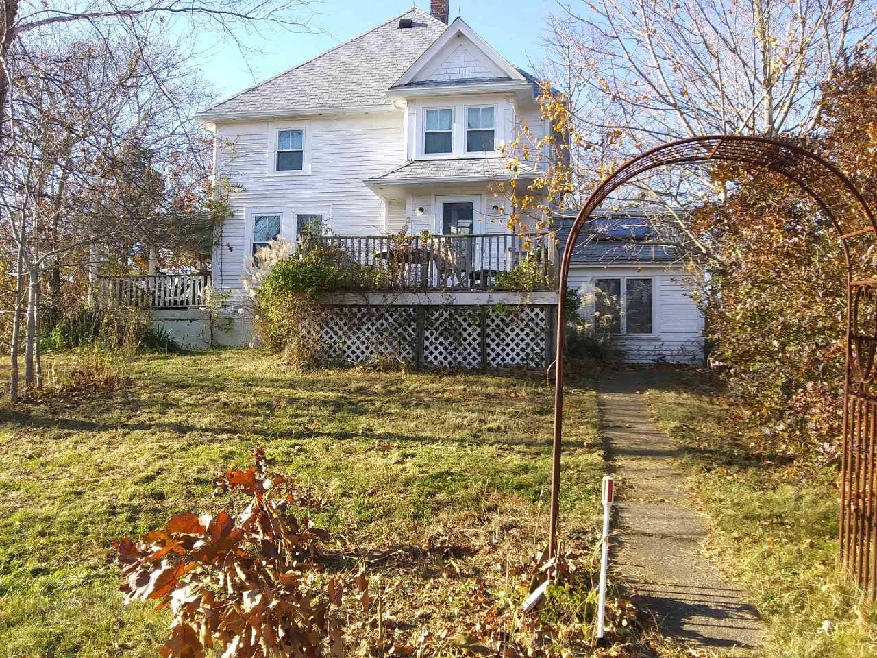2 Albert's Way entrance. View of 2nd floor Double & Queen sized bedroom windows. Walk to harbor, ferries, historic East Chop Highlands, Oak Bluffs library, hospital, downtown center and beaches. Public transport on N.Y. ave direct access to amenities