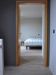 Chambre confortable avec dressing - Byt