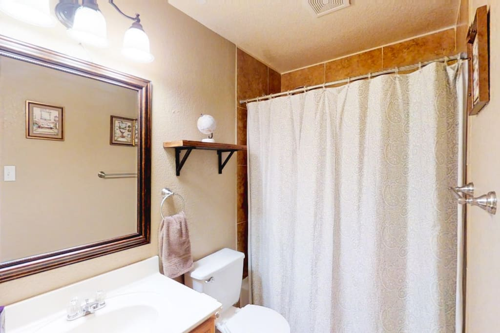 Hallway bath upstairs