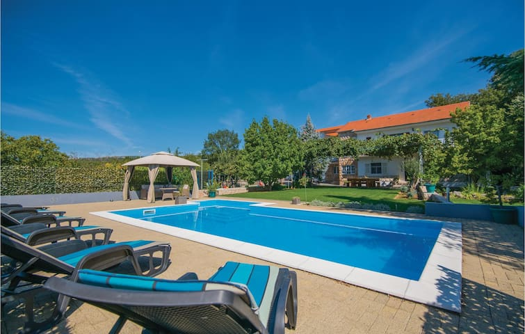 Holiday cottage with 5 bedrooms on 232m² in Vinjani Donji