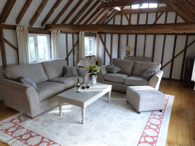 Hayloft in peaceful rural Suffolk near Framlingham