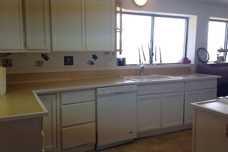 Snowbasin Skiview Apartment - Huntsville