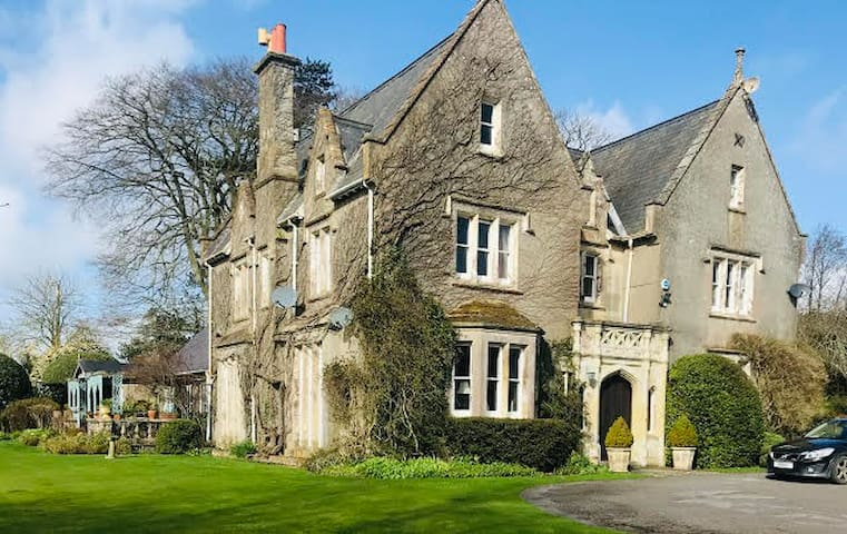 2 double rooms, Victorian Manor House near Tisbury