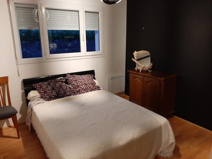 Chambre privée dans belle maison à 5min de Pau