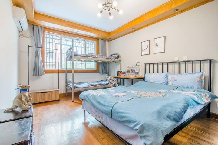陆家嘴世纪公园澳洲风格房间,100米到世纪公园地铁口,三间卧室其中一间出租,会展中心走路10分钟