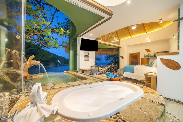 Tree suite with infinity pool.