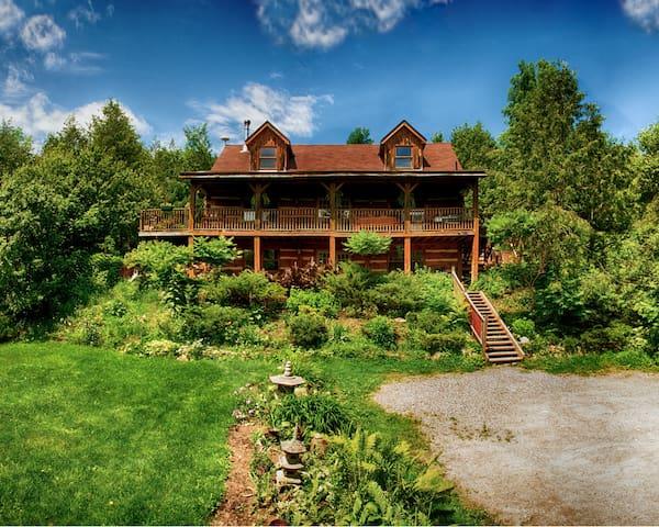 Pine River Log Home: The Loft
