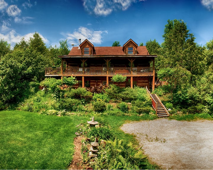 Pine River Log Home: The Loft