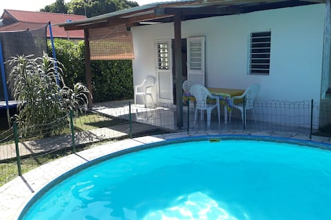 appartement type T2 au bord d'une piscine