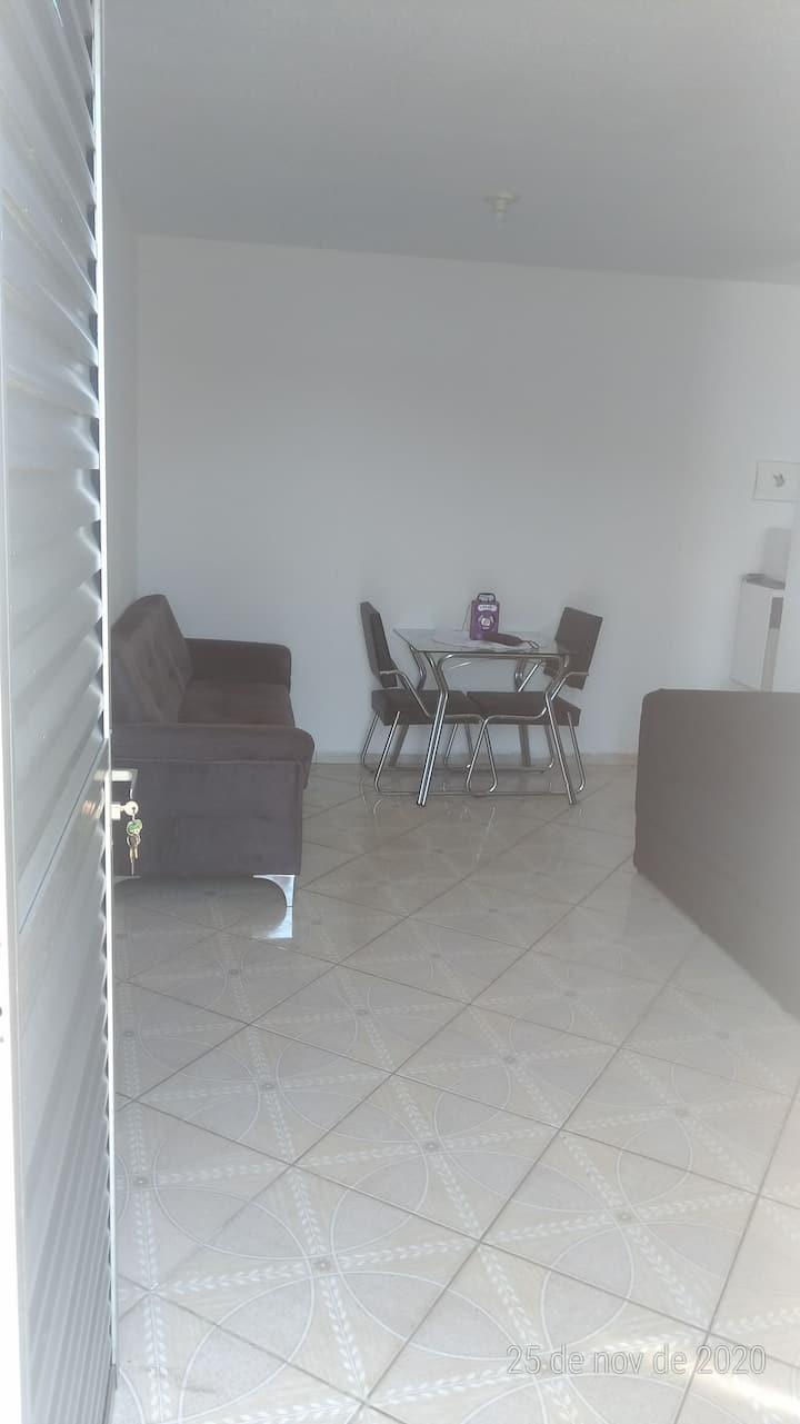 Alugo casa em condomínio localizado em Itanhaém