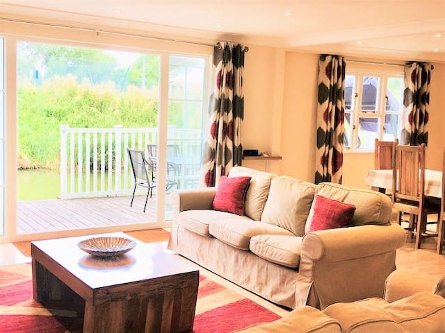 68 Isis Lake, Cotswold Water Park