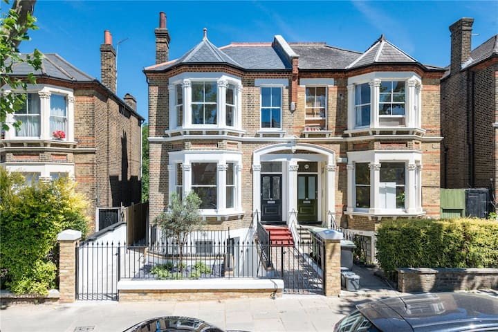 1 double bedroom in New Cross Gate Victorian home