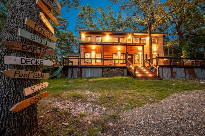 Authentic Barnwood Cabin w/Game Room & Party Deck!