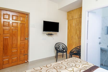 3BHK located 200mts from Global Hospital.