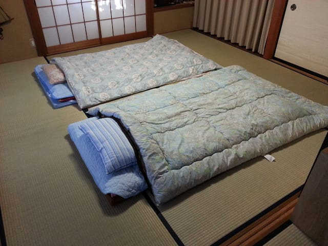 ●Futon At night, the bed is made on the tatami.