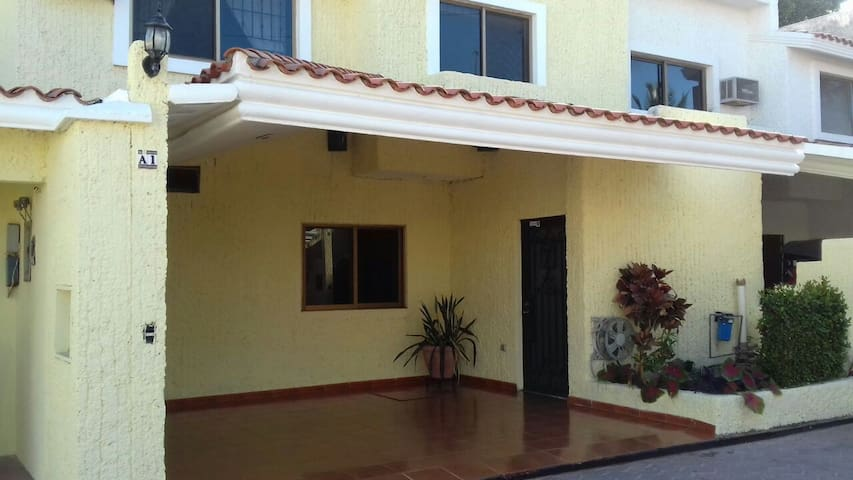 Spacious House In Lomas de Mazatlan - Mazatlán - House