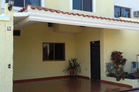 Spacious House In Lomas de Mazatlan - Mazatlán - Dom