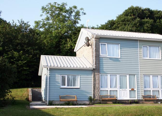 'Seashell' 3 bedroom Holiday Home - sleeps 6 - Holiday Village - 一軒家