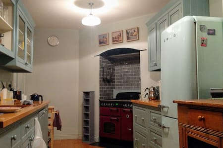 Double Room in Rustic House with Garden - Dublin