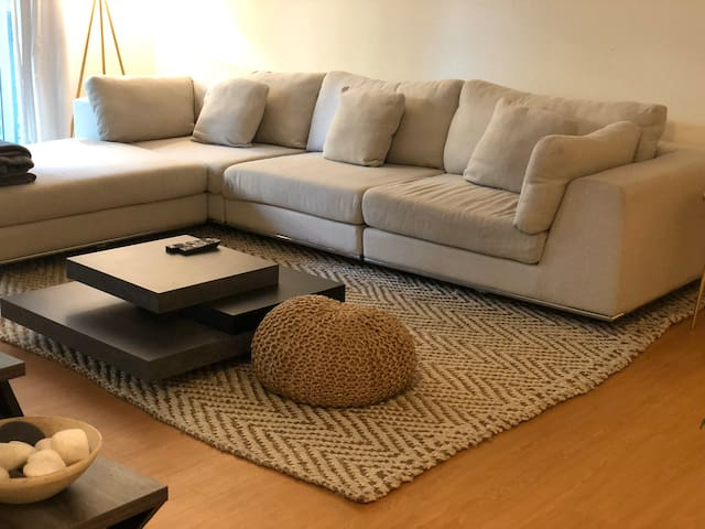 Oakland apartment 5 min drive to downtown!
