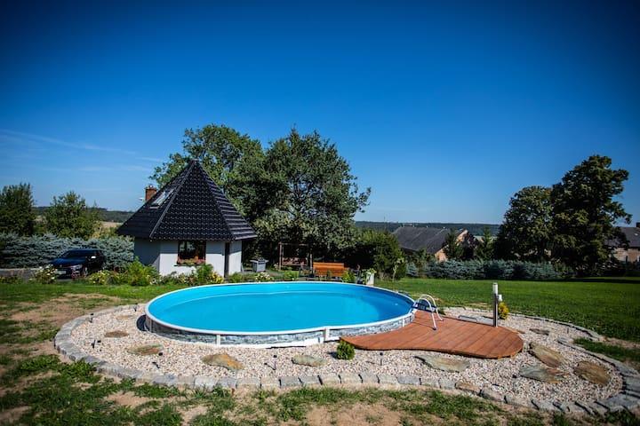 Domek z basenem i kominkiem w Dębowym Gaju