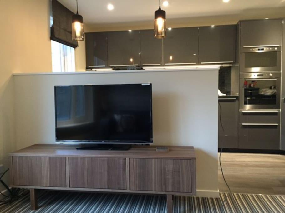 Superior open plan living, sattelite TV and free WiFI