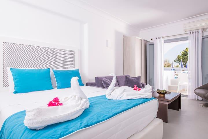 Junior Suite With a Spa Bath!!! - Kamari - Apartemen