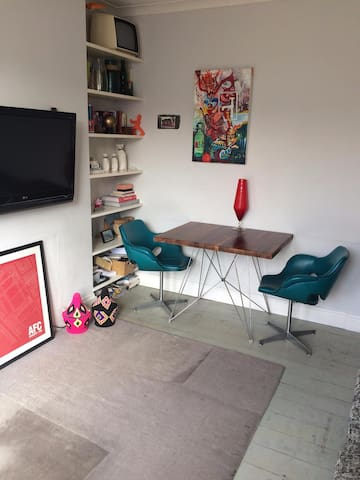 Beautiful 2 bedroom 1 minute from Dollis Hill Tube - London