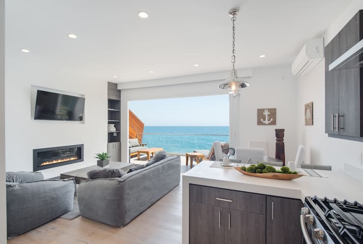 NEW** Tiny Malibu Oceanfront Beach House for 2