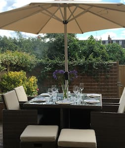 Bright, airy home in Wimbledon - London - Ház