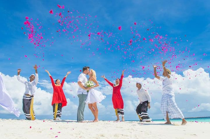 Wedding/Vow Renewal Packages in Paradise Maldives