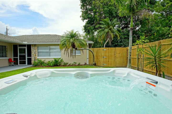 Sunny, bright rental! Cute, Modern, Bikes included - Fort Myers - Byt