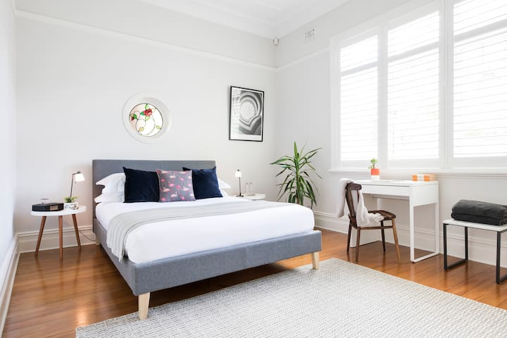 Spacious room with queen sized bed, pillow top mattress, quality linen, new plantation shutters, sound system/docking station, floor boards, plenty of storage and desk