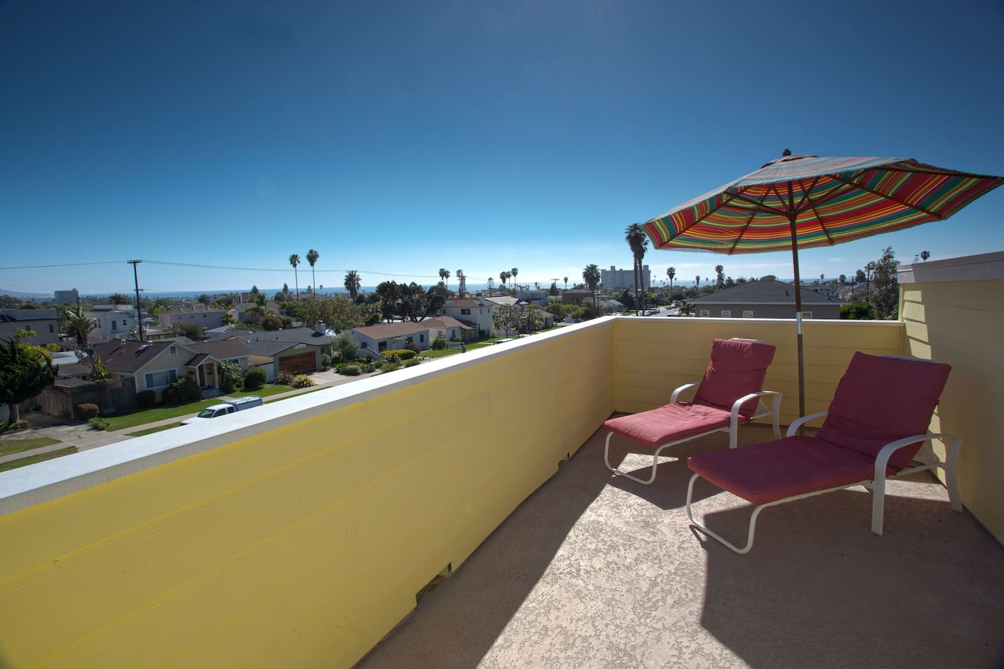 Private roof deck for sun bathing by day and watching fireworks at sea world at night!