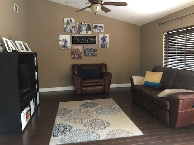 3 Rooms available Superb location in Coral Springs