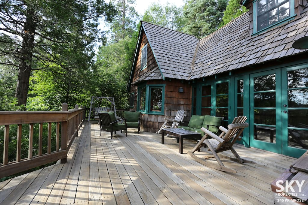 Stunning lake view luxury cabin lake passes cottages for Cabins in lake arrowhead ca