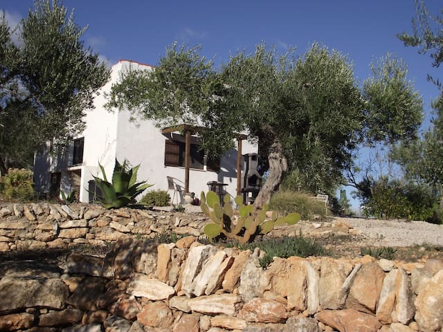 CHALET FOR COUPLES CLOSE TO DELTA & ELS PORTS - Tortosa - Huis
