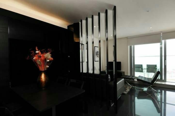 Luxury 37th Floor Balcony Studio w/ Private Cinema - London - Lägenhet