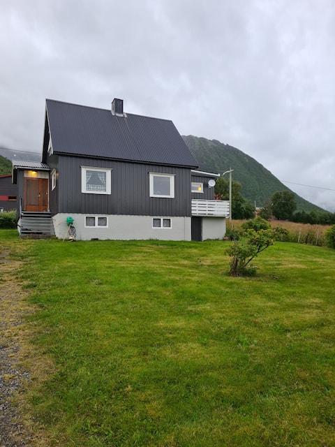 Útulný dom - Strønstad @ začiatok Lofotenu