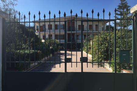 Casa vacanze al mare a Casteldaccia - Apartment