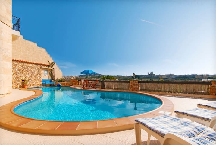 Superior Villa with Panoramic View - L-Għarb - House